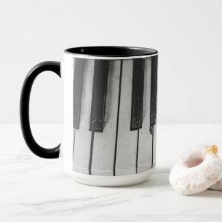 Altes Vintages Klavier befestigt Kaffee-Tasse Tasse