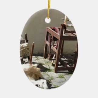 Altes zu kardieren Spinnrad, Garn der rohen Wollen Keramik Ornament