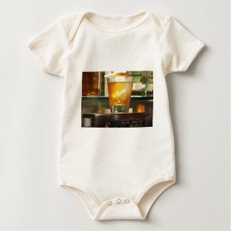 Altmodische Cocktail-Reihe Baby Strampler
