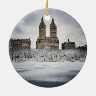 Am Rand gefrorenen im Central Park Rundes Keramik Ornament