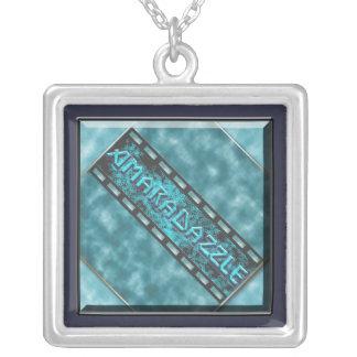 AmaraDazzle Logo-Halskette Versilberte Kette