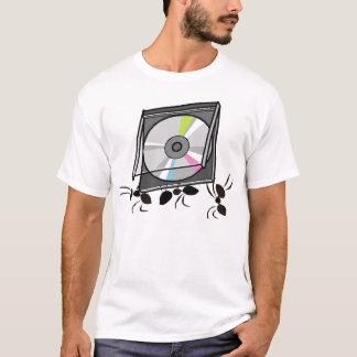 Ameisen, die CD tragen T-Shirt
