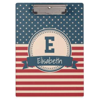 Amerikaner spielt patriotisches Flaggenmonogramm Klemmbrett