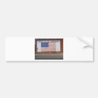 Amerikanische Flagge gemalt auf altem Gebäude Autoaufkleber