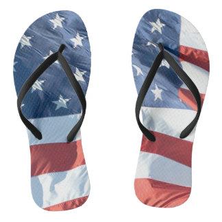 Amerikanische Flagge im Wind nicht identisch Flip Flops