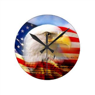 Amerikanische Flagge mit Weißkopfseeadler Wanduhr