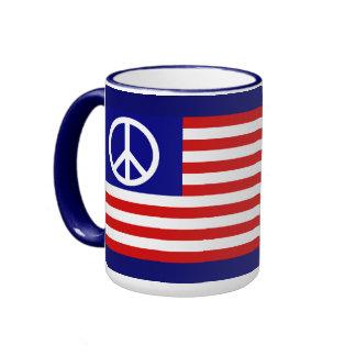 Amerikanische Flagge und Friedenszeichen Ringer Tasse