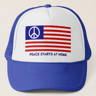 Amerikanische Flagge und Friedenszeichen Truckerkappe