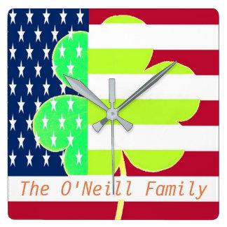 Amerikanische Flaggen-irischer Kleeblatt-Klee St Quadratische Wanduhr