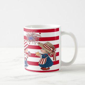 Amerikanische Jungen-und Mädchen-patriotische Tass Kaffeehaferl
