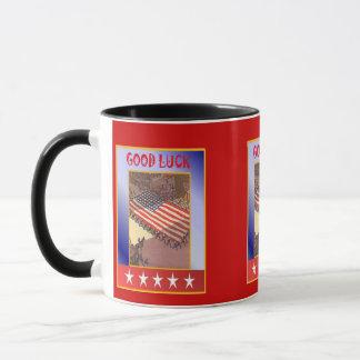 Amerikanische patriotische, führen die Flagge vor Tasse