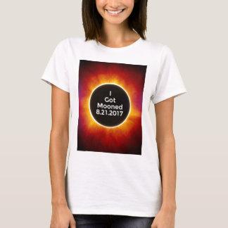 Amerikanische Sonnenfinsternis erhält Mooned am T-Shirt