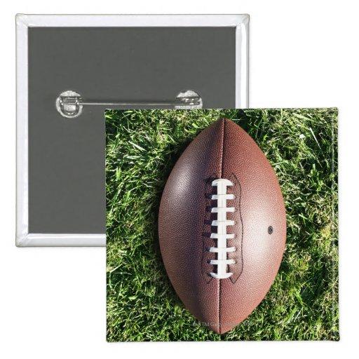 Amerikanischer Fußball auf Gras Anstecknadelbuttons