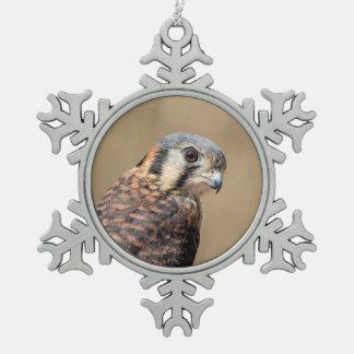 Amerikanischer Kestrel Schneeflocken Zinn-Ornament