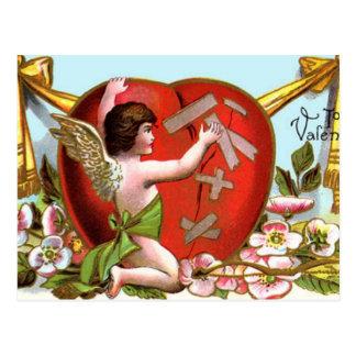 Amor, der defektes Herz ausbessert Postkarte
