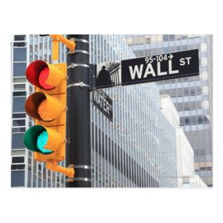 Ampel und Wall Street-Zeichen Postkarte