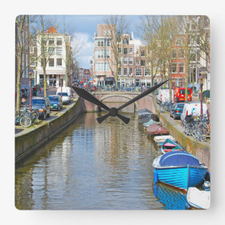 Amsterdam-Kanal mit Booten Quadratische Wanduhr