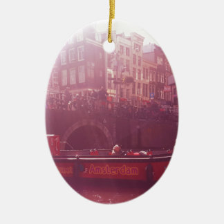 Amsterdam-Kanalansicht mit Kreuzfahrtboot Keramik Ornament