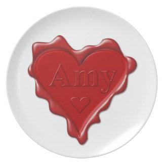 Amy. Rotes Herzwachs-Siegel mit NamensAmy Melaminteller