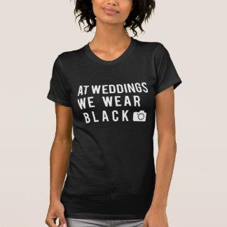 An den Hochzeiten tragen wir Schwarzes T-Shirt