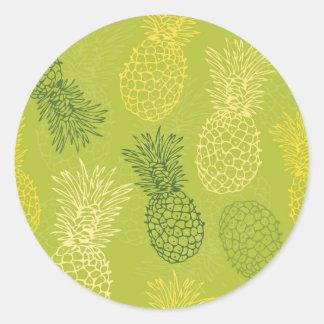 Ananas-Kontur-Muster auf Grün Runder Aufkleber