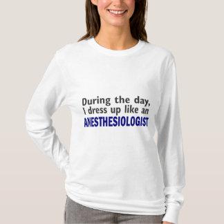 ANÄSTHESIOLOGE während des Tages T-Shirt