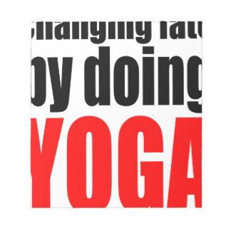 ÄNDERNDES SCHICKSAL, das Yoga faulen Notizblock