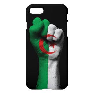 Angehobene geballte Faust mit algerischer Flagge iPhone 8/7 Hülle
