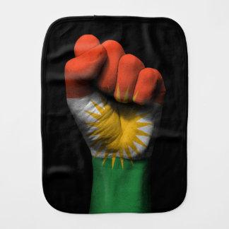 Angehobene geballte Faust mit kurdischer Flagge Spucktücher