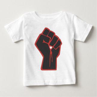 Angehobenes Faust-Revolutionärs-Herz Baby T-shirt