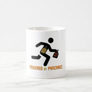 Angetrieben durch Pfannkuchen (Hygge Power!) Kaffeetasse