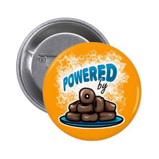 Angetrieben durch wenig Schokoladen-Schaumgummirin Anstecknadelbuttons