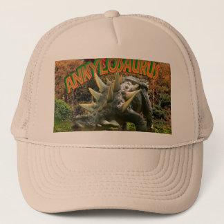Ankylosaurus-Dinosaurier-Park-Vegetation und Truckerkappe