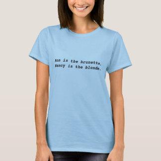 Ann ist, Nancy ist die Blondine das brünette T-Shirt