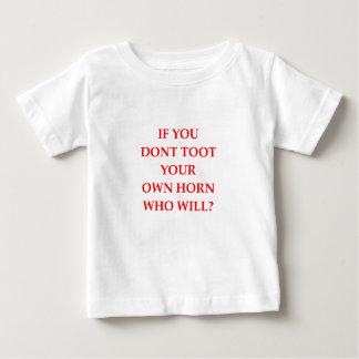 annoncieren Sie Baby T-shirt