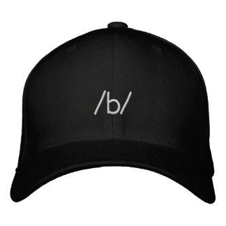 anonymes /b/ bestickte mütze