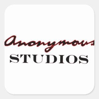 Anonymes Studio-Logo Quadratischer Aufkleber