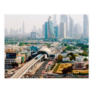 Ansicht der Stadtmetrolinie und -wolkenkratzer Postkarte