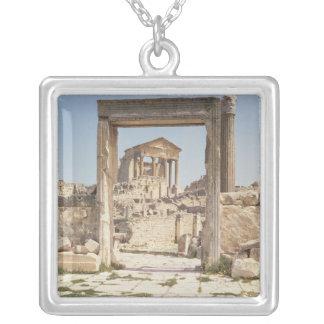 Ansicht des Capitolium, ANZEIGE 166-167 Versilberte Kette