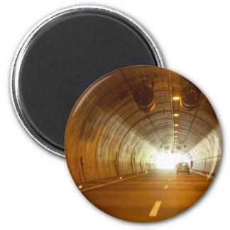 Ansicht in einen Landstraßentunnel Runder Magnet 5,7 Cm