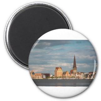 Ansicht über den Fluss Warnow nach Rostock Runder Magnet 5,7 Cm