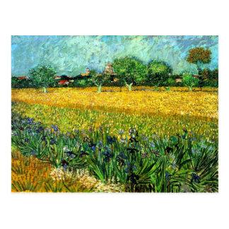 Ansicht von Arles mit Iris im Vordergrund Postkarte