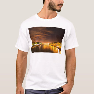 Ansicht von Paris Frankreich bei der Nacht und bei T-Shirt