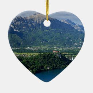 Ansicht von See geblutet von Mala Osojnica Keramik Herz-Ornament
