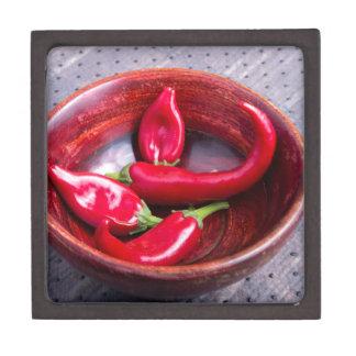 Ansichtnahaufnahme auf heißen roten kiste