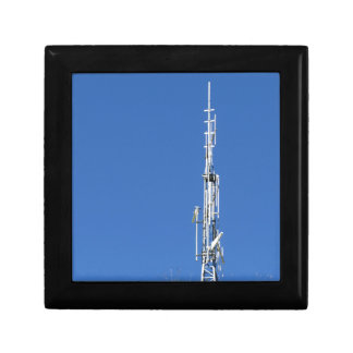 Antenne auf die Oberseite des Berges gegen den Schmuckschachtel