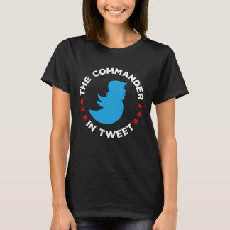 """Anti-Trumpf T - Shirt: """"DER KOMMANDANT IN TWEET """" T-Shirt"""