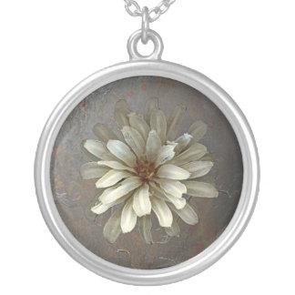 Antike Blume Halskette Mit Rundem Anhänger