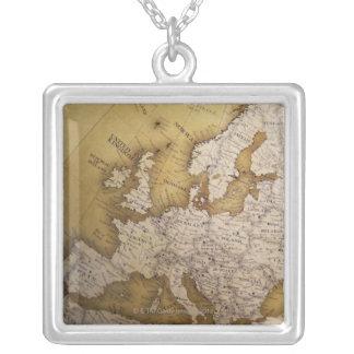 Antike Karte von Europa. Alte Welt Versilberte Kette