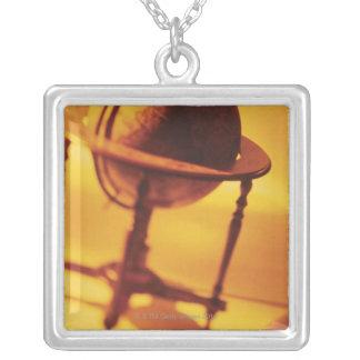 Antike Kugel Halskette Mit Quadratischem Anhänger